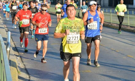 Maratón de Santiago y Turbus entregan incentivo a corredores de regiones