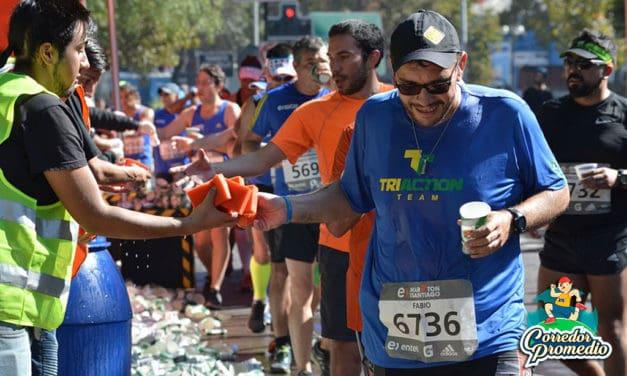 Expertos exponen las ventajas y desventajas de la hidratación en el rendimiento atlético